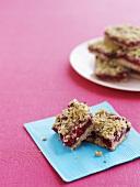 Muesli slices with raspberry jam