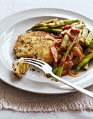 Breaded pork fillet with green beans and onions