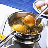 Frying doughnuts in rapeseed oil