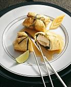 Hähnchenbrust mit Mangold im Teigmantel frittiert
