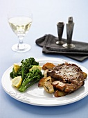 Pork chop with apples and broccoli