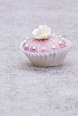 Cupcake (pink with white marzipan rose)