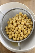 Chick-peas in a sieve