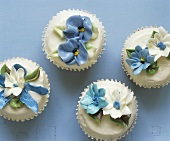 Cupcakes with white icing and flowers