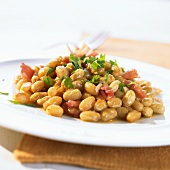 Boston baked beans with bacon and maple syrup