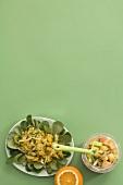Sellerie-Orangen-Salat und Curry-Basilikum-Kartoffeln