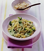 Spaghetti with broccoli and nut sauce