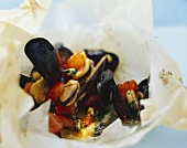 Mussels with saffron in parchment paper