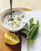 Avocado yoghurt dip with herbs
