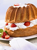 Gugelhupf with strawberry and cream filling