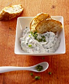 Green pepper yoghurt dip with toast