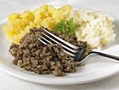 Haggis, neeps & tatties (Haggis, mashed potato & swede, Scotland)