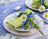 Napkin decorated with ox-eye daisy and grasses
