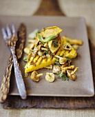 Polenta ai funghi (Grilled polenta slices with mushrooms)