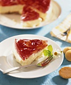 Cheesecake with strawberry jelly