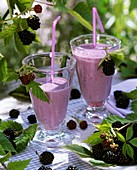 Blackberry shake with fresh blackberries
