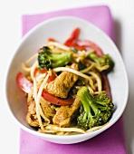 Putenfleisch asiatisch gewürzt mit Brokkoli und Paprika