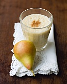 Pear yoghurt shake with cinnamon