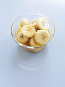 Caramelised banana slices in glass dish