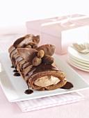 Biskuitroulade mit Schokoladenmousse