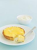 Lemon cheese tart with cream