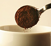 A spoonful of instant coffee (close-up)