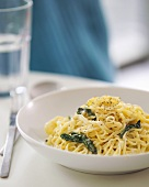 Home-made linguine with spinach
