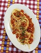 Spaghetti all'amatriciana (Nudeln mit Tomaten-Speck-Sauce)