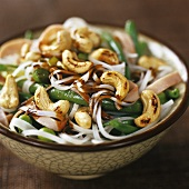Rice noodles with ham, vegetables and cashew nuts