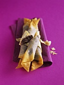 Crispy rolls with chocolate filling