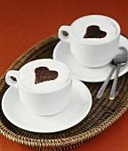 Cappuccino mit Herzverzierung