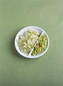 Reis-Pilaw mit Limettenzesten und Avocadopüree