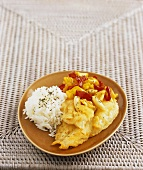 Fish in batter with peppers, almonds and rice