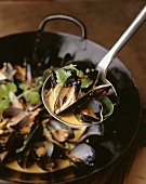 Mussels in cooking liquid