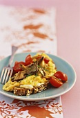 Scrambled eggs with oyster mushrooms on walnut bread
