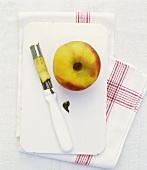 Apfel mit Kernausstecher