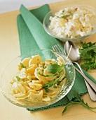 Kartoffelsalat, klassisch und mit Äpfeln und Sellerie