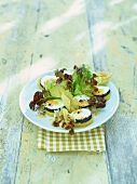 Mixed leaf salad with potatoes and goat's cheese
