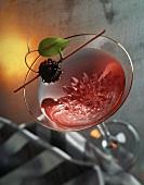 Cocktail mit Brombeere