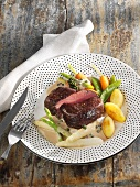 Fillet of beef with a creamy pepper sauce and vegetables
