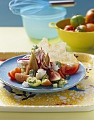 Salad with figs and goat's cheese, with Sardinian bread