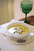 Cream of pea soup with lettuce