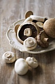 Chestnut mushrooms and white button mushrooms