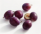 Whole and halved plums (variety: Ersinger)