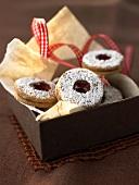 Jam biscuits with redcurrant jam