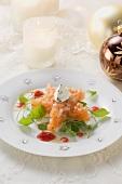 Star-shaped salmon tartare on toast (Christmas)