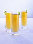 Drei Cocktails mit Amaretto und Whiskey