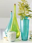 Frühlingsdeko (Flaschen und Blumenvase)