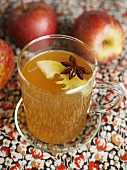 Weihnachtlicher Apfel-Rum-Punsch
