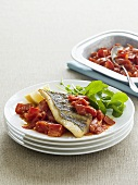Fischfilet mit Knoblauch und gerösteten Tomaten